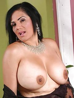 Big Tits MILF Pics