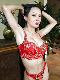 Asian MILF Pics